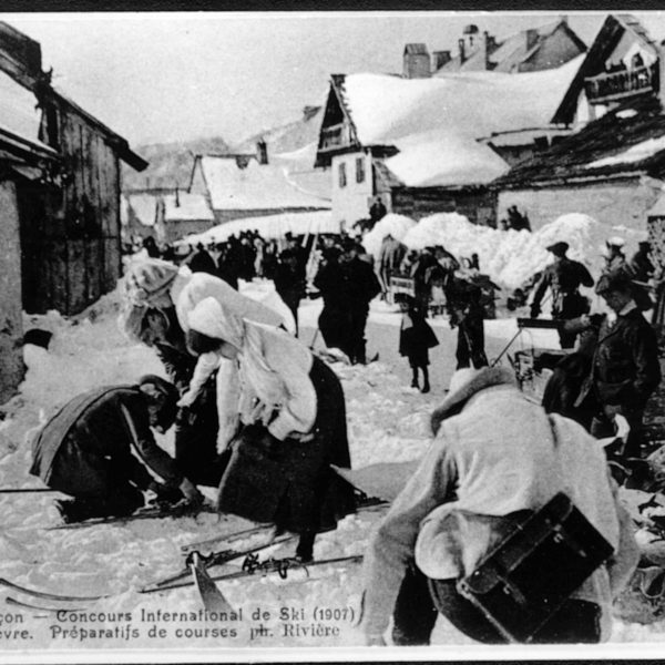 Les Dames se préparent - Concours International de ski 1907
